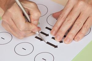 Uhrzeiger selber basteln  DIY Dekoideen für Silvester - Bastelidee: Glas schmücken mit Uhr ...