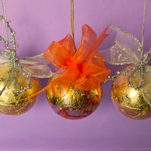 Basteln Mit Goldfolie Weihnachten.Bastelbedarf Fur Weihnachtskugel Basteln Mit Goldfolie