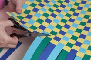 ideen f r die tisch deko bastelidee tischset basteln und selber machen aus papier mit. Black Bedroom Furniture Sets. Home Design Ideas