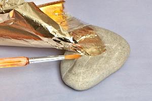 Ideen f r die wohndeko briefbeschwerer dekoobjekt mit for Blattgold basteln